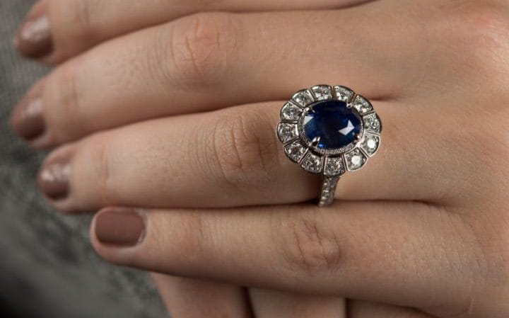 Chinese and Russians queue up for replica of Princess Diana's sapphire and diamond engagement ring